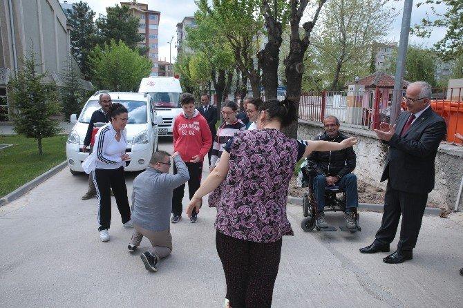 Engelli Kamu Personel Seçme Sınavına Katılacak Kursiyerlere Moral Kahvaltısı