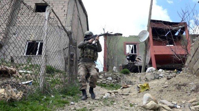 Yüksekova'da Asker-polis El Ele