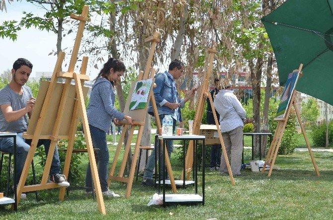 Öğretmen Ve Akademisyenlerden Açık Havada Sanat Performansı