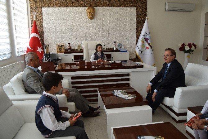 Başkan Kazgan, Koltuğu Öğrenciye Bıraktı