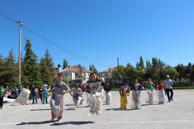 Okulda 23 Nisan Çocuk Şenliği