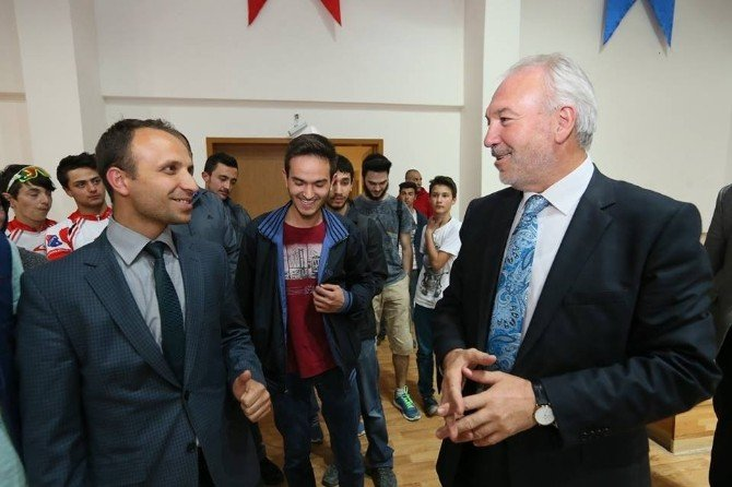 Kamil Saraçoğlu: Makamlar Halka Hizmet Etmedikçe Hiçbir Anlam İfade Etmez