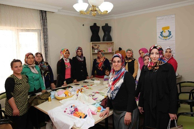 Demirkol, Devteşti Kadın Destek Ve Aile Eğitim Merkezini Ziyaret Etti