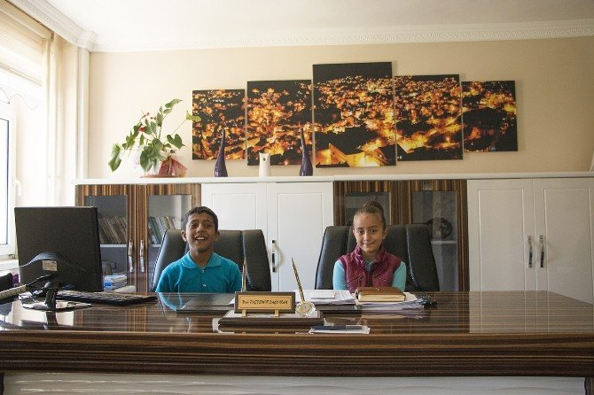 Bitlis Belediyesi'nin Minik Eş Başkanları
