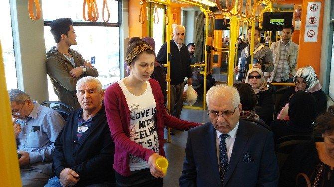 Metroda Konser Verip Para Topladılar