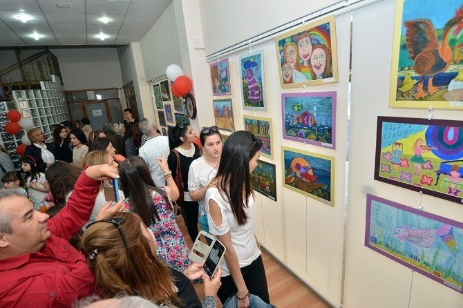 "Minik Ressamlardan ""23 Nisan"" Sergisi"