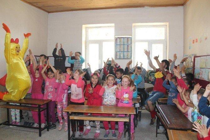 Köyde Tiyatrolu 23 Nisan Kutlaması