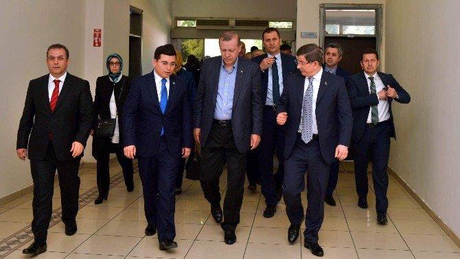 Cumhurbaşkanı Erdoğan Ve Başbakan Davutoğlu Kepez Belediyesi'ni Ziyaret Etti