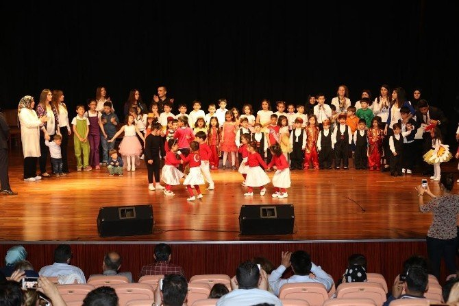 TRT SES Sanatçısı, 23 Nisan Etkinliğinde Konser Verdi