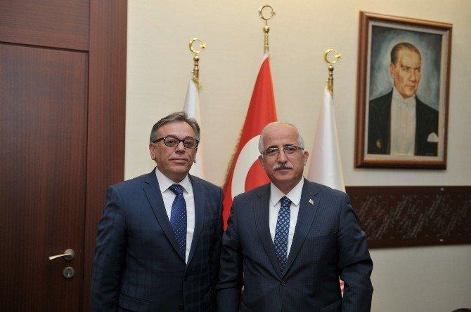 Göreve Yeni Atanan Meteoroloji Bölge Müdürü Veysel Karanfil, Vali Tuna'yı Ziyaret Etti