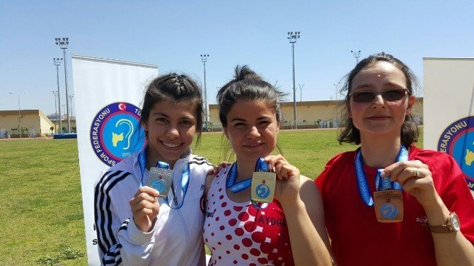Aydınlı Aysun, İşitme Engelliler Türkiye Atletizm Şampiyonasına Damga Vurdu