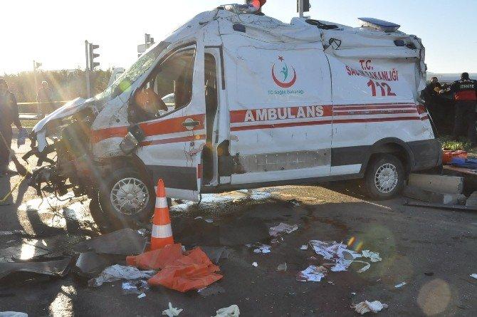 Ambulans İle Otomobil Çarpıştı: 2 Ölü, 3 Yaralı