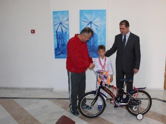 Kaymakamdan Minik Şampiyona Bisiklet