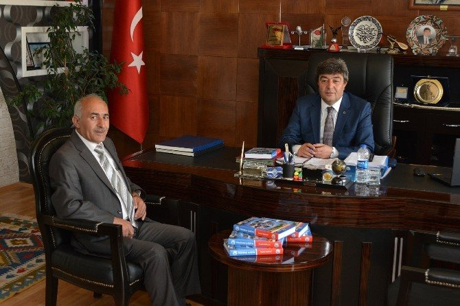 Aziziye'den Pınarbaşı'na Kitabının Basımı Tamamlandı
