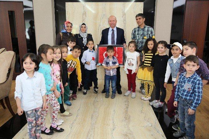 Başkan Çolakbayrakdar Koltuğu Çocuklara Devretti