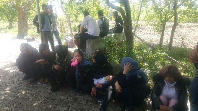 32 Afgan Sığınmacı Yakalandı