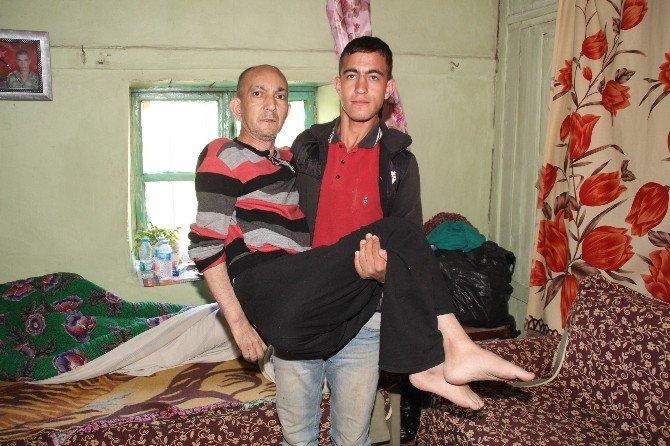 Artık Babasını Kucağında Taşımayacak