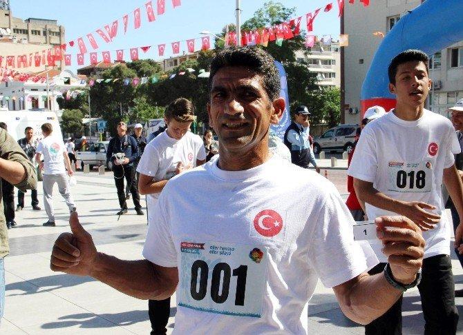 Mesir Festivali Koşusu'nda Minik Ceylin İlgi Odağı Oldu