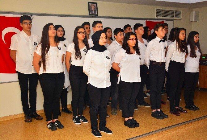 Öğrencilere Çanakkale'yi Gezdiren Öğretmenlere Rozet