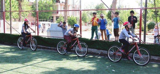 Sarıgöl'de Öğrencilere Bisiklet Dağıtıldı