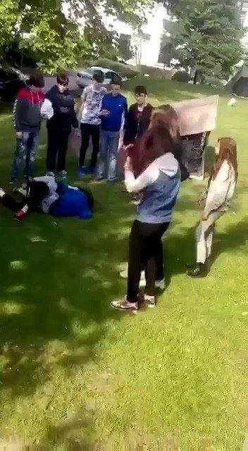 Kız Öğrenciler Tekme Tokat Kavga Etti