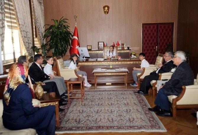 Vali Nayir Koltuğu Öğrencilere Bıraktı