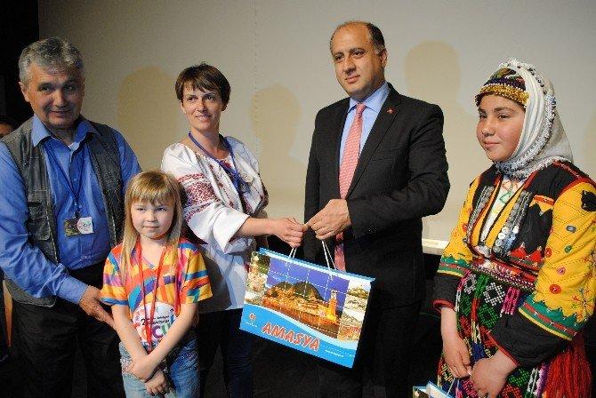 Vali Çomaktekin, Yurt Dışından Gelen Çocuklara Seslendi