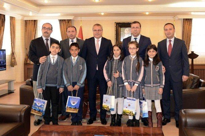 Vali Deniz Koltuğu Günnaz Karabağ'a Teslim Etti