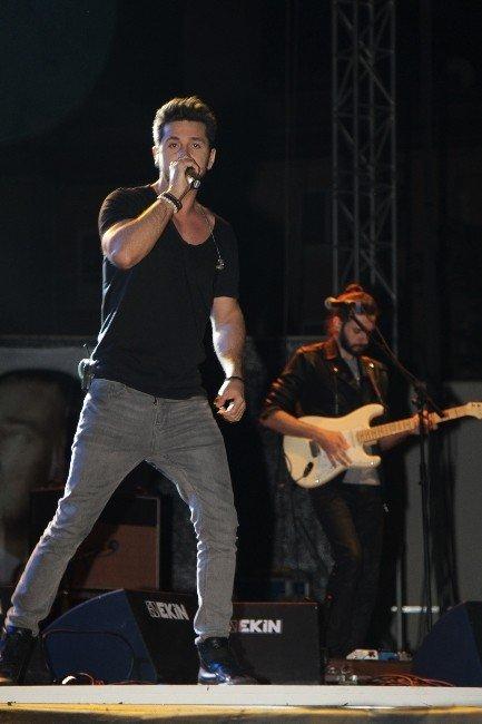 Gaziemir'in Şenliği Kolpa Konseriyle Başladı