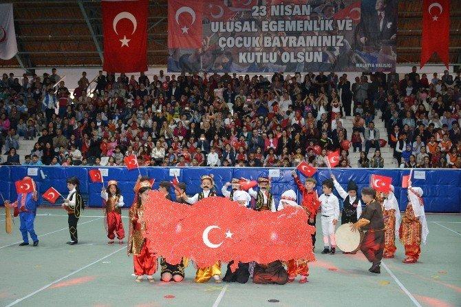 23 Nisan Kutlamaları Kapalı Spor Salonunda Yapıldı