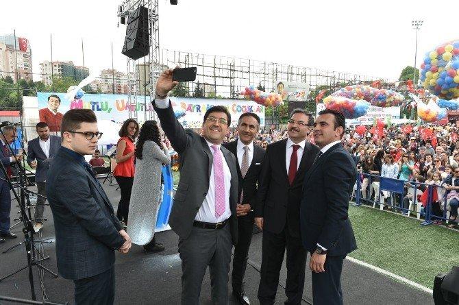 Beşiktaş'ta Çocukların Üzerine 10 Bin Top Ve Balon Yağdı