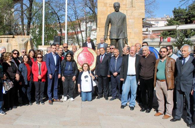 Sivas'taki 23 Nisan töreninde çelenk krizi yaşandı