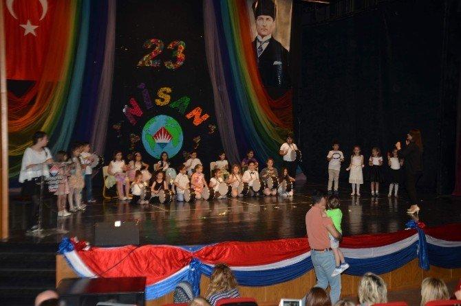 Bahçeşehirli Çocuklar 23 Nisan Coşkusunu Büyüklerle Birlikte Yaşadı