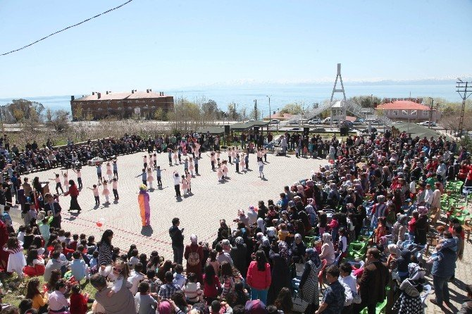 Ahlat'ta 23 Nisan Coşkusu