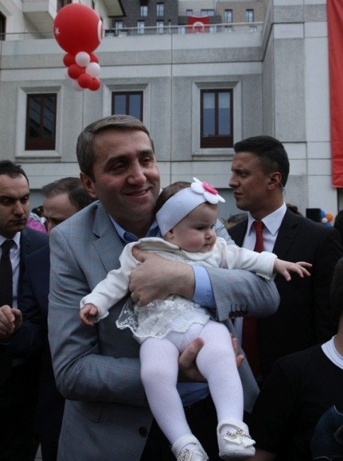 AK Parti İstanbul İl Binası Önünde 23 Nisan Coşkusu
