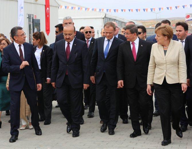 Merkel, Gaziantep'e geldi