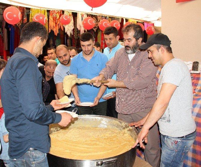 Semerciler Çarşısı Esnafından Kutlu Doğum Pilavı İkramı