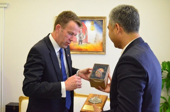 Avustralya Gazi İşleri Bakanı Dan Tehan Çanakkale'de