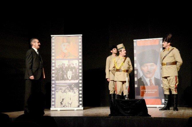 """Giresun'da """"Cumhuriyetin İlk Sedası"""" Oyunu Sahnelendi"""