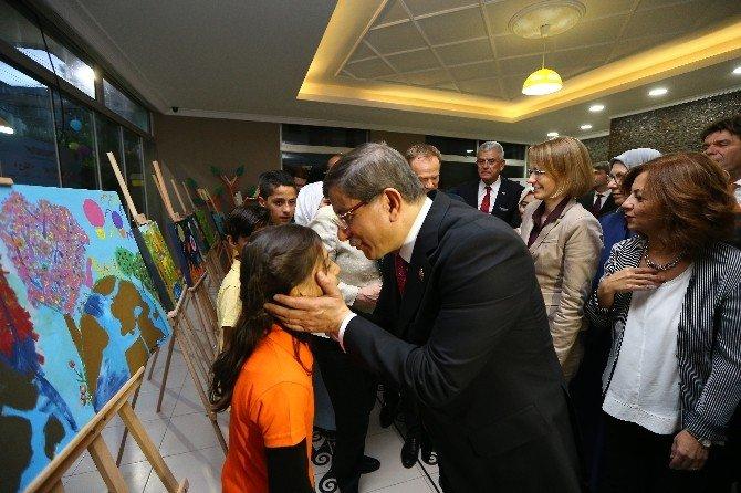 Başbakan Davutoğlu, Merkel'le Birlikte Gaziantep Aile Ve Çocuk Merkezinin Açılışını Gerçekleştirdi