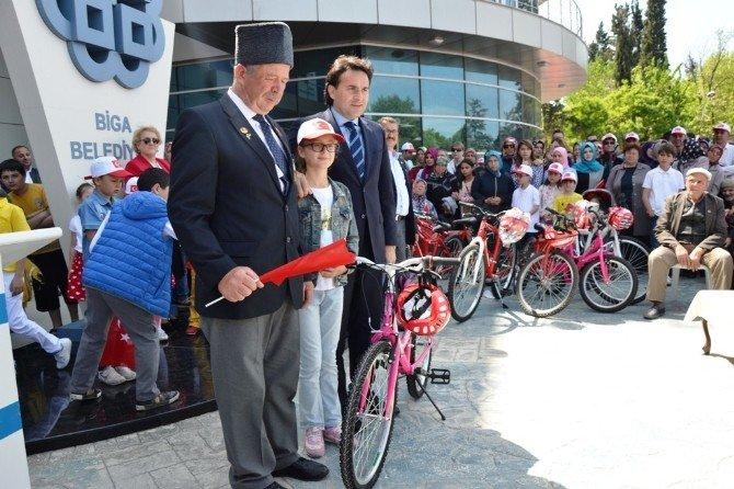 Taraftar Derneklerinden Şehit Ve Gazi Ailelerine Bisiklet Hediye Edildi