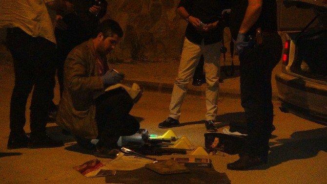 Gaziantep'te Liderlerin Konuştuğu Salonun Yakınlarında Yakalanan Araçtan Silah Ve Av Tüfeği Çıktı