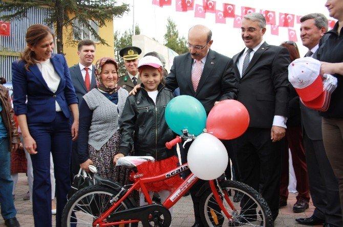 Çocuk Bayramı'nda Bisiklet Hediyesi