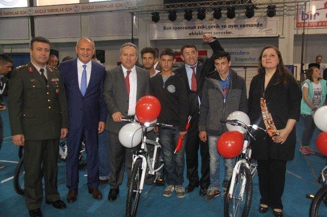 23 Nisan Çocuklarına Bisiklet Armağan Edildi
