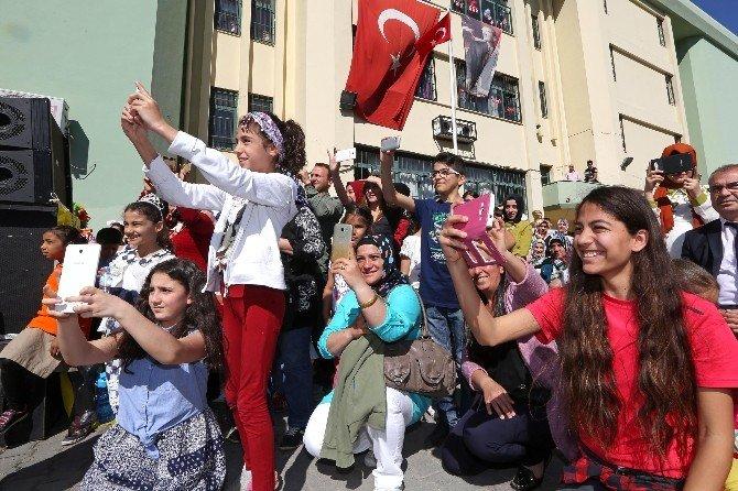 İzmir'de 23 Nisan Coşkusu Her Yer Yeri Sardı