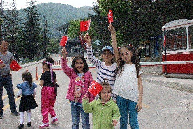 Bursa'da Çocukların Ücretsiz Teleferik Sevinci