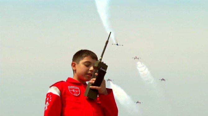 Türk Yıldızlarının Kokpitine Çocuklar Oturdu