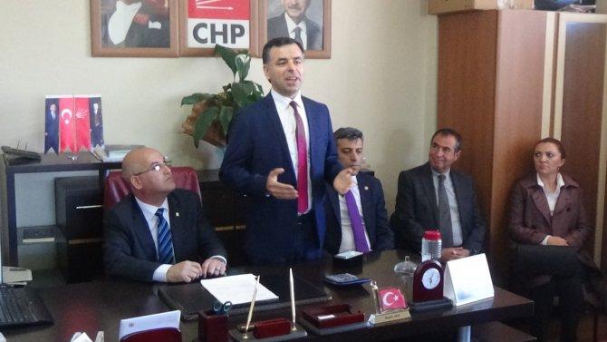 Vali Özdemir'den CHP milletvekillerine Gazi Kars madalyası