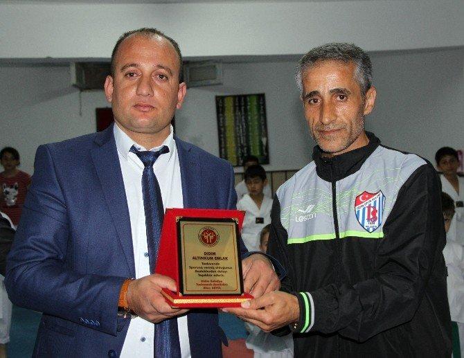 Didim Belediyespor Tekvando Takımı Antrenöründen Plaketli Teşekkür