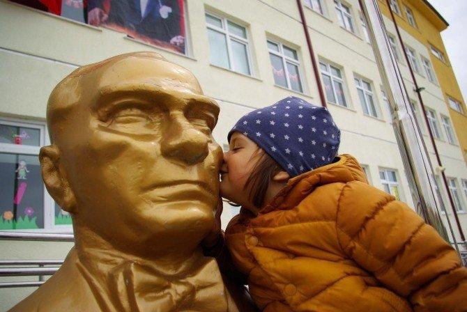 2 Yaşındaki Çocuğun Atatürk Sevgisi